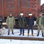 Два иностранца находу запрыгнули вгрузовой поезд, чтобы отправиться вПольшу