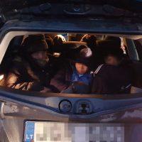 Десять иммигрантов влегковом автомобиле пытались въехать вПольшу