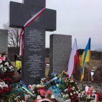 Украинцы восстановили памятник полякам, погибшим вГуте Пеняцкой