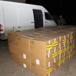 Микроавтобус со100000 пачек сигарет задержали около границы