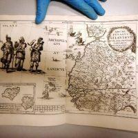 Украинец пытался провезти в Польшу старинные картины и карты