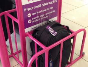 Wizz Air отменяет плату за крупную ручную кладь