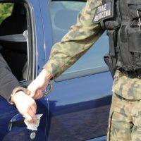 Польских пограничников пытались подкупить 10евро иалкоголем