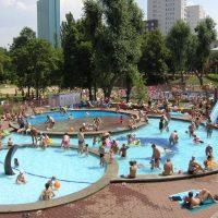 Где спастись от жары? В Варшаве начинают работать открытые бассейны