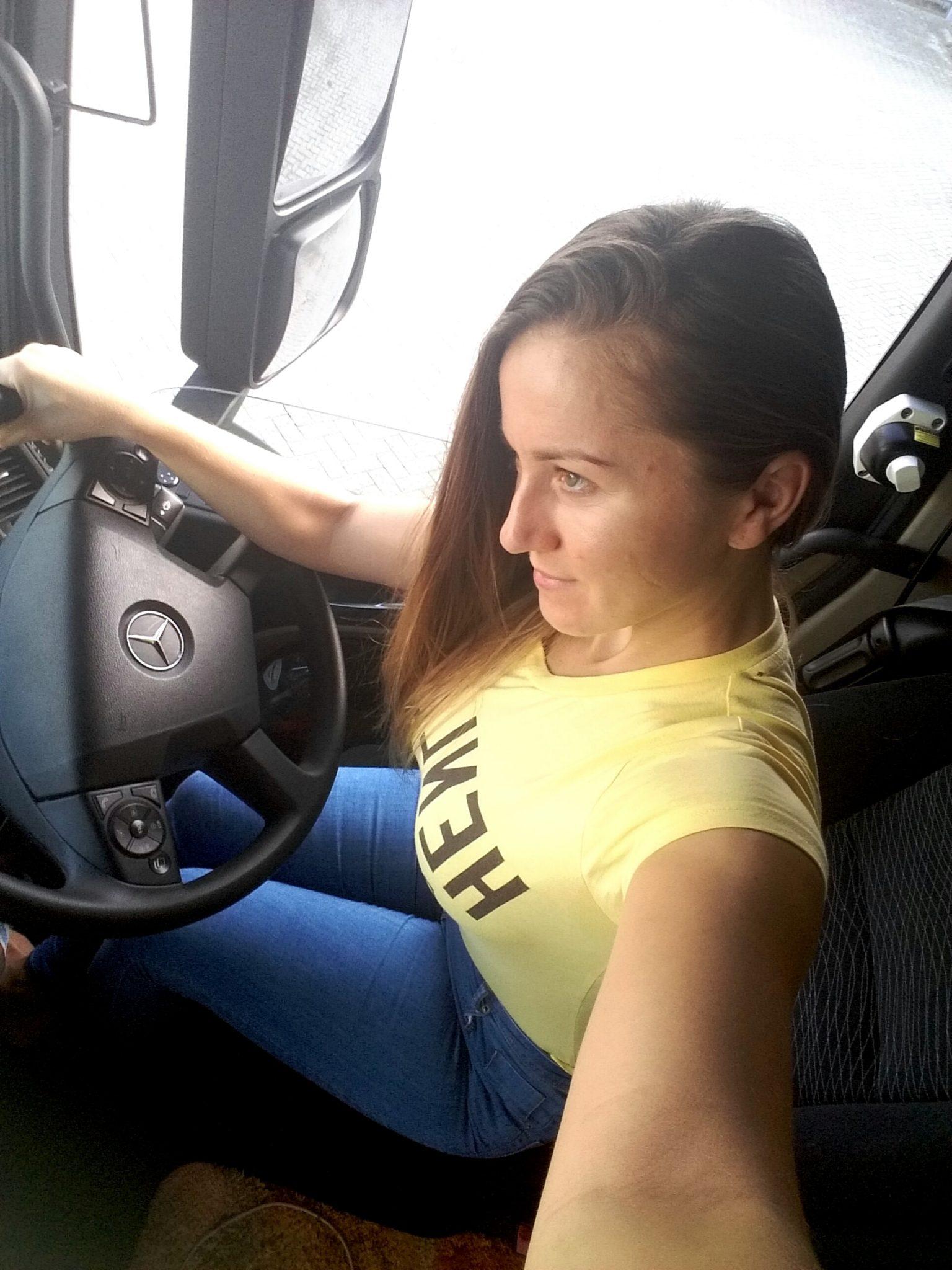 Работа девушка водитель виталистская девушка модель социальной работы